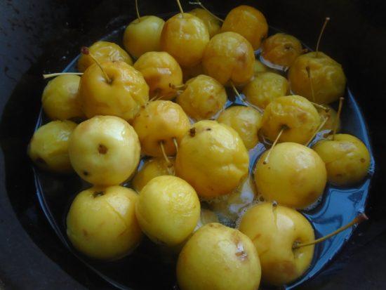 оставляем яблоки напитываться