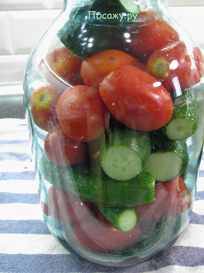 выложите овощи в банку